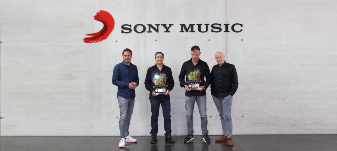 Gold-Award-Triple-Sony.jpg